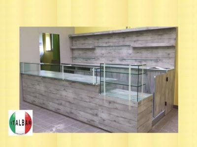Banco Bar San Cosè + retrobanco + portabottiglie + pedana: €.7000+iva